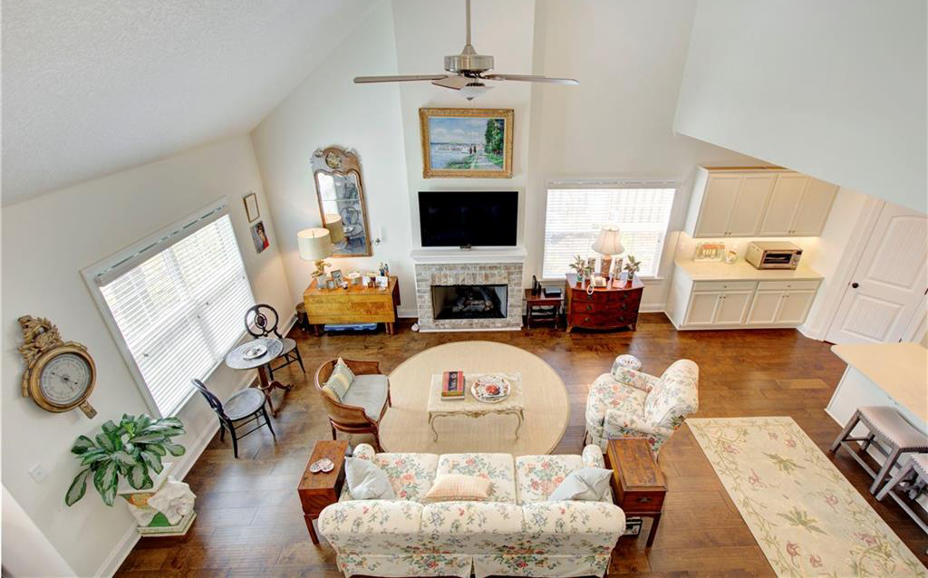 Emmy Parker Temples offers home staging and redesign services for homes on St. Simons Island in Georgia through Posed. Home Staging & Redesign